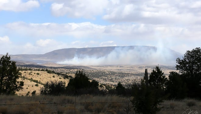 From Fort Stanton Mesa, a clear view of the wind pushing the 246 Fire.