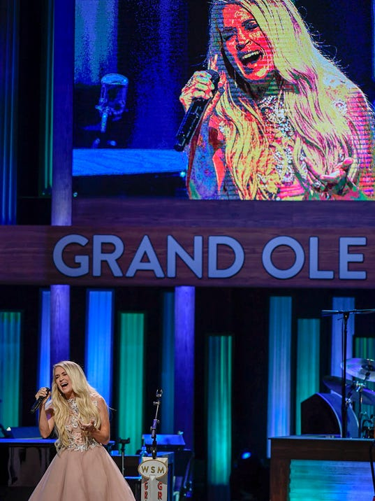 NAS-Carrie Underwood opry_400