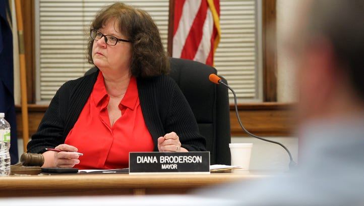 Muscatine Mayor Diana Broderson meets with the City
