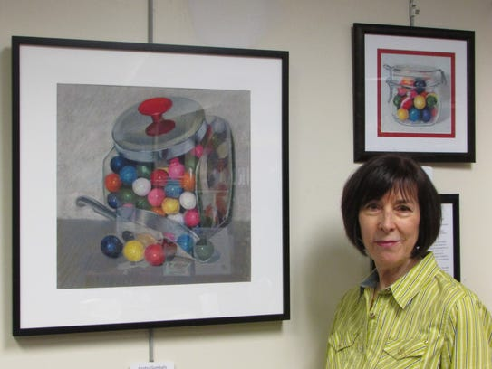 Warren artist Linda Schwartz with her pastel painting