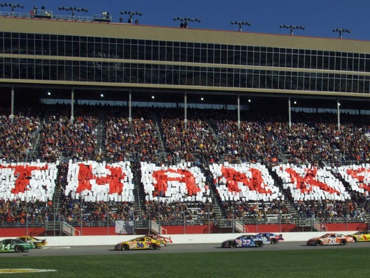 A huge THANKS DW was displayed as the pace laps went