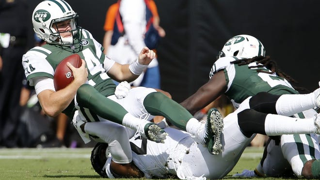 Sam Darnold didn't play awful, but continues to struggle against good defenses. (Reinhold Matay-USA TODAY Sports)