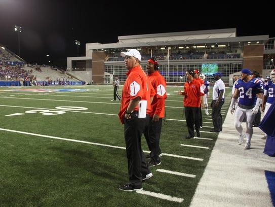 Louisiana Tech coach Skip Holtz, center, helped get