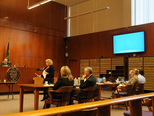 Defense attorney Lynne Morgan addresses jurors during