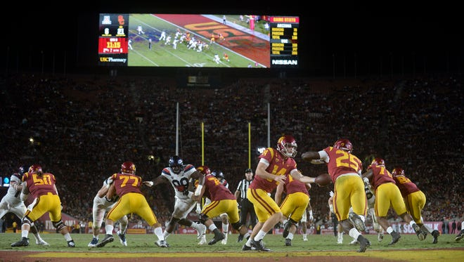 November 4, 2017: Southern California Trojans quarterback Sam Darnold (14) hands off to running back Ronald Jones II (25) against the Arizona Wildcats during the second half at the Los Angeles Memorial Coliseum.