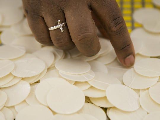 Pope-Philadelphia-Communion (2)