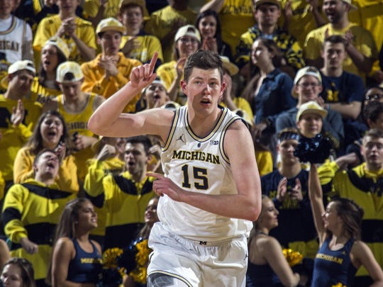 Jon Teske and Michigan remain No. 2 in this week's Associated Press Top 25 poll.