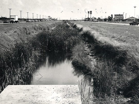 Before its conversion into a freeway, South Padre Island Drive (SPID) had a ditch serving as a median between the opposing lanes of traffic. This photo, taken in October 1985, is looking toward the Nile Drive intersection.