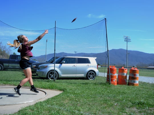 Chesney Gardner lets go of the discus during practice