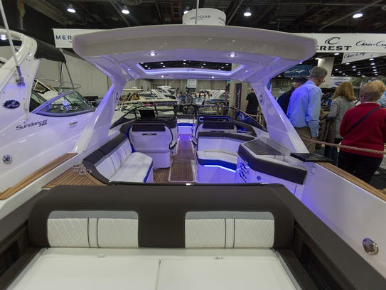 Blue lights line a 2015 Sea Ray Sundancer 280.