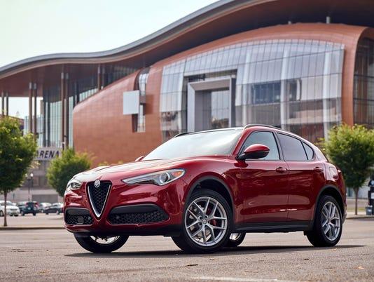 636338322273516306-2018-Alfa-Romeo-Stelvio-47.JPG