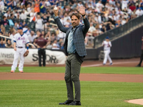 Former New York Mets catcher Mike Piazza gestures before