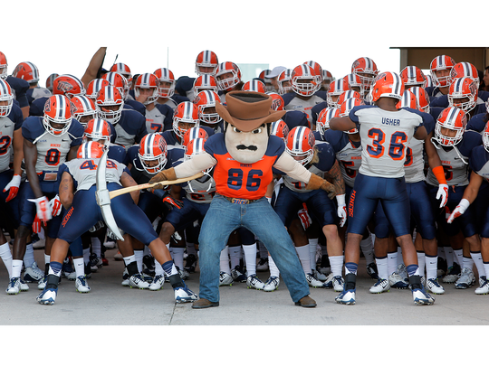 UTEP prepares to take the field to face Incarnate Word at the Sun Bow Stadium in 2015.