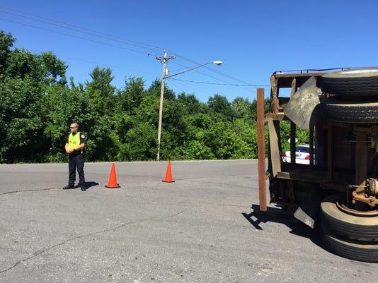 636010229018628319-police-overturned-truck-hillcrest.jpg