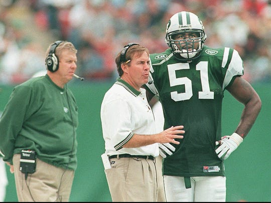 Jets defensive coordinator Bill Belichick, center,