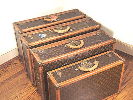 s0563 auc07_1112(304) Louis Vuitton Luggage 4 pcs_JPG.jpg