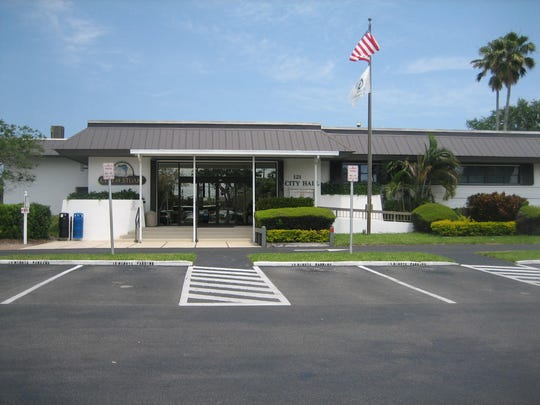 Front entrance to the 6th Stuart City Hall in 2016.