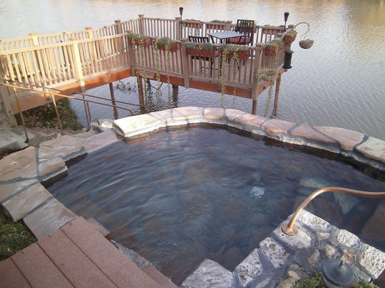 Some outdoor spas overlook the Rio Grande and offer different levels of heat.
