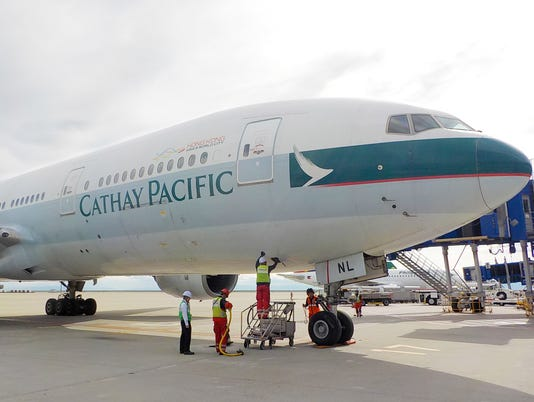 636734795076016429-Cathay-Pacific-777-200-2-.jpg