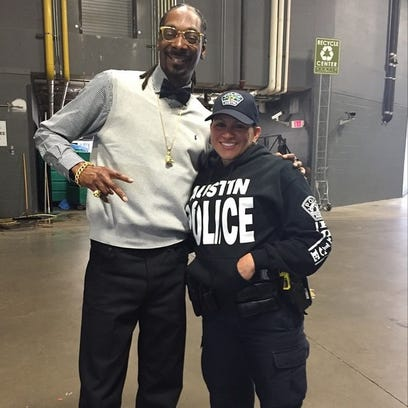 APD: Officer posing with Snoop Dogg not a problem