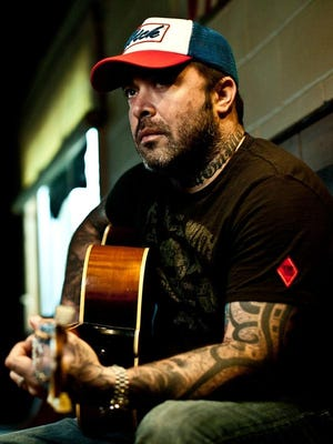 Aaron Lewis has a solo country career.