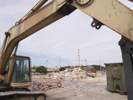 Bennigans demolition_01