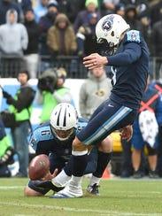 Titans place kicker Ryan Succop (4) kicks a field goal