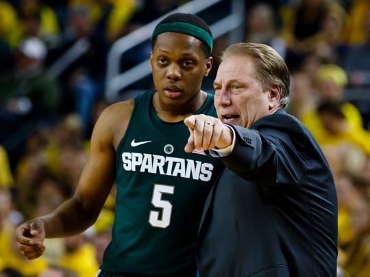 Michigan State coach Tom Izzo talks to guard Cassius Winston during the second half against Michigan at Crisler Center on Tuesday, Feb. 7, 2017.