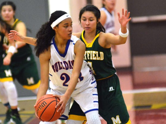 Las Cruces High's Janessa Johnson  and the Bulldawgs
