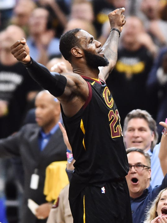 LeBron James hits game-winner to give Cavaliers 3-0 lead over Raptors