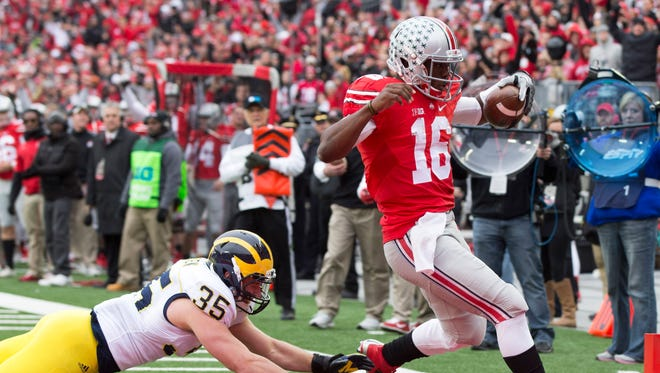 Ohio State Buckeyes quarterback J.T. Barrett takes it in for a TD.