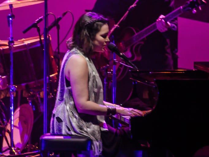 Norah Jones in concert at the Pensacoa Saenger Theater.