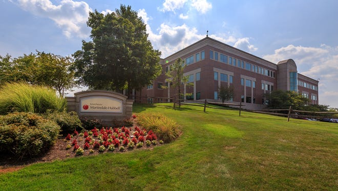 The opportunity to acquire a Class A office asset in the heart of a mass transit-served, amenity-rich community drew strong investor interest for the offering of 121 Chanlon Road in New Providence, according to Cushman & Wakefield. The commercial real estate services firm's Metropolitan Area Capital Markets Group recently arranged the property's sale from Bergman Real Estate Group to a private entity.