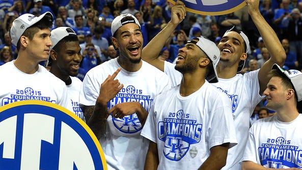 Kentucky players celebrate after beating Arkansas 78-63