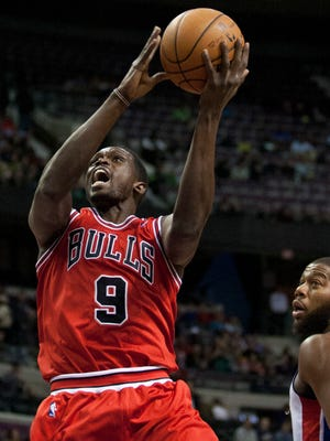 Luol Deng and the Bulls snapped a four-game losing streak.
