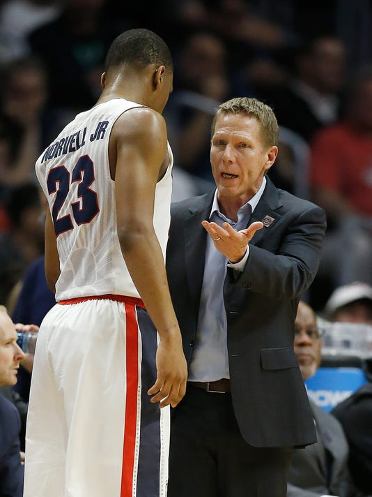 Gonzaga coach Mark Few, right, talks with guard Zach Norvell Jr. (23) during the first half of an NCAA men's college basketball tournament regional semifinal against Florida State on Thursday, March 22, 2018, in Los Angeles. (AP Photo/Alex Gallardo)