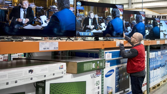 Full cable subscription channel choice, or a la carte, is due in Canada by the end of the year.