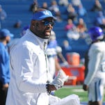 UK football assistant Lamar Thomas throws 'L's down' in photo