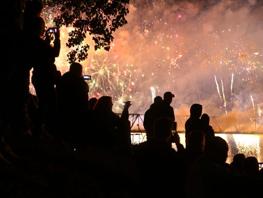 636284991876879905-TOL-Fireworks-09.JPG