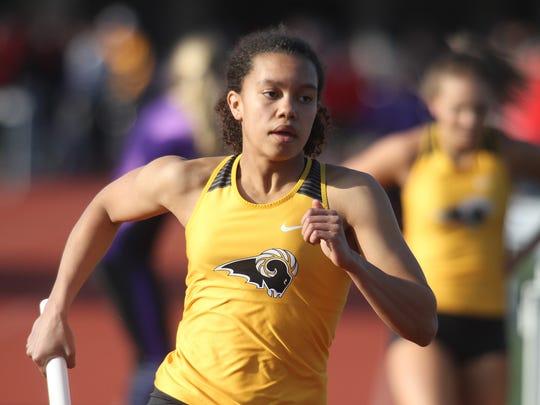 Southeast Polk's Magda McGowan starts the third leg