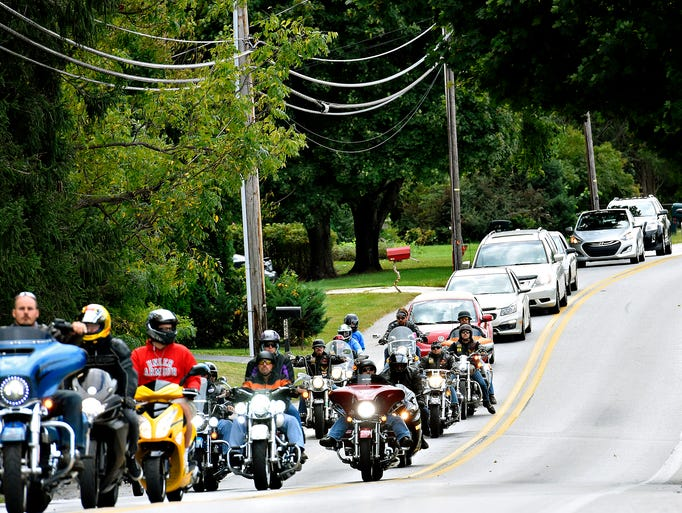 Hundreds of motorcycles and cars follow the funeral