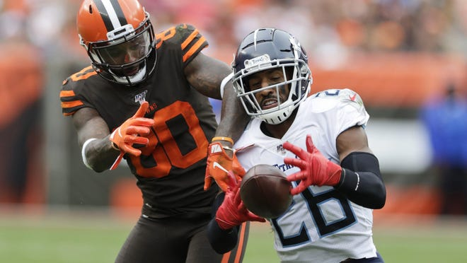 Tennessee Titans cornerback Logan Ryan  intercepts a throw intended for Cleveland Browns wide receiver Jarvis Landry. Could Ryan reunite with Brian Flores in Miami?
