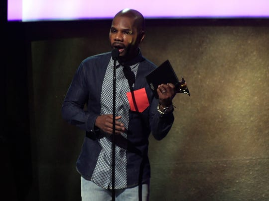 Kirk Franklin accepts for best gospel album during