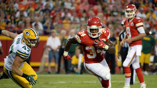 Kansas City Chiefs running back Knile Davis (34) rushes for a touchdown past Green Bay Packers inside linebacker Jake Ryan (47) in the first half of a preseason game at Arrowhead Stadium.