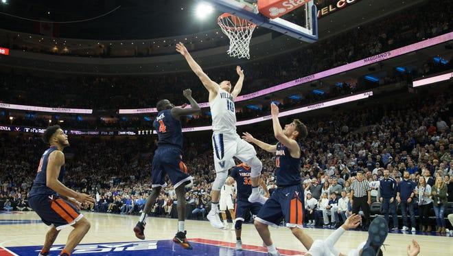 Villanova guard Donte DiVincenzo scores the game-winning basket.