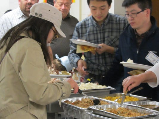 gli_1207 foreign students enjoyu Thanksgiving