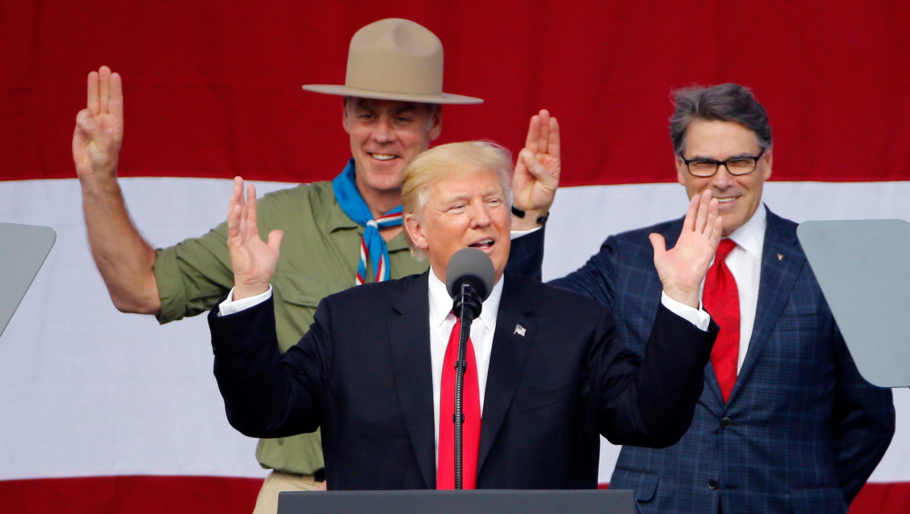 boy scouts chief apologizes for donald trump speech. Black Bedroom Furniture Sets. Home Design Ideas