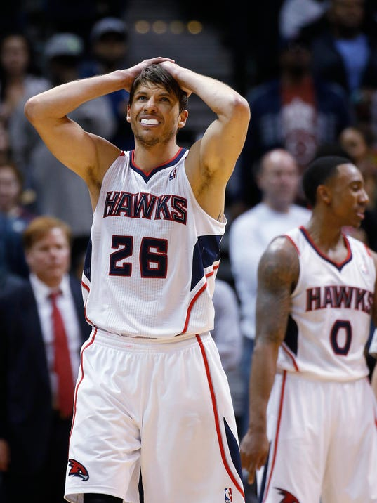 Atlanta Hawks' Kyle Korver (26) and Jeff Teague (0) reacts after a tun over in the final moments of the second half of an NBA basketball game against the Chicago Bulls Tuesday, Feb. 25, 2014, in Atlanta. Chicago won 107-103. (AP Photo/John Bazemore)