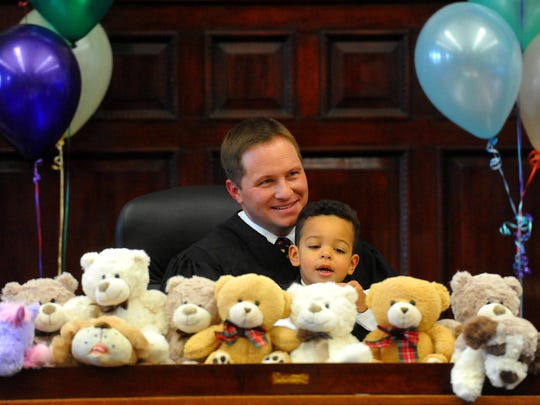 Sam Fritz, 2, sits at the bench with Judge Greg Pinski