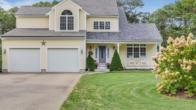 129 Plum Hollow Road, East Falmouth